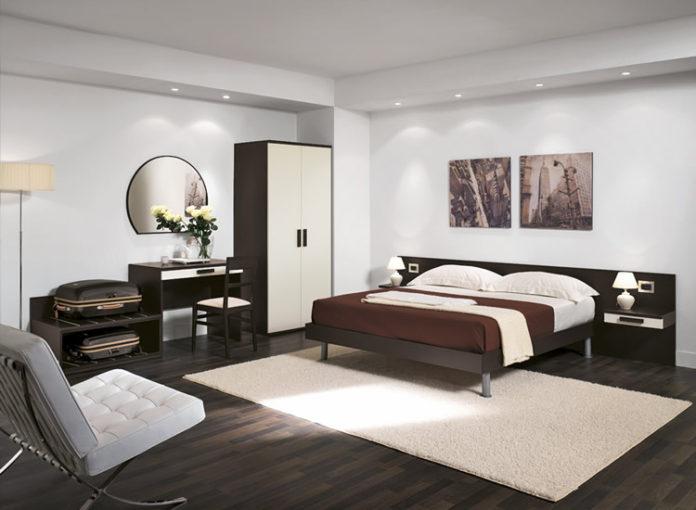 Procedura pulizia della camera dell'hotel