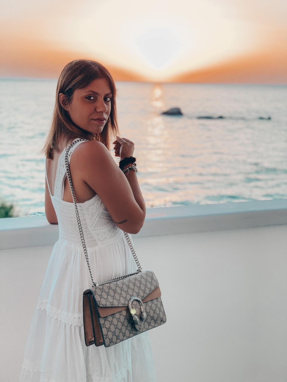 Laura Colagrossi - Influencer - Direzione Hotel